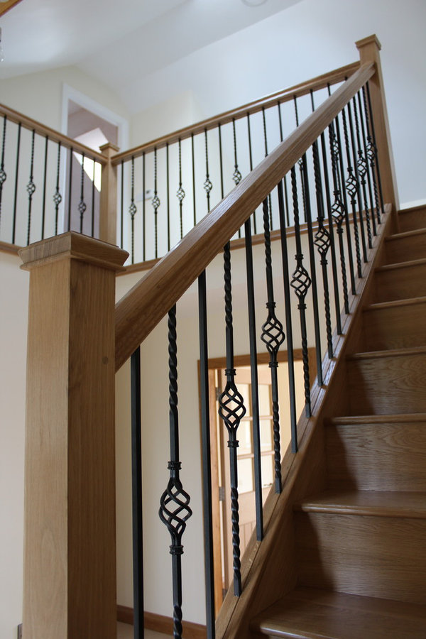 Oak staircase with metal spindles