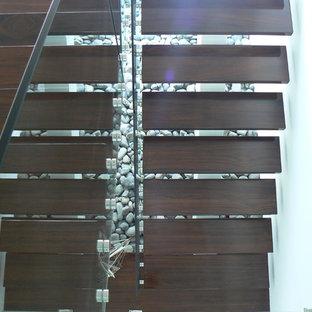 他の地域のトロピカルスタイルのおしゃれな階段の写真