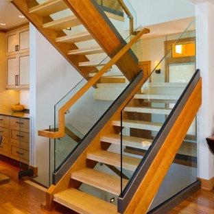 Diseño de escalera en L, minimalista, de tamaño medio, sin contrahuella, con escalones de madera