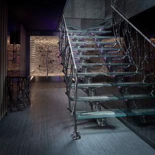 """Ispirazione per una scala a """"L"""" contemporanea di medie dimensioni con pedata in vetro e nessuna alzata"""