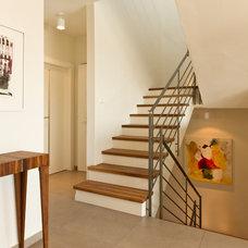 Contemporary Staircase by ori ganon