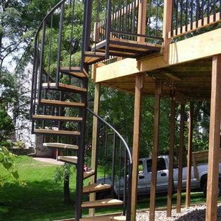 他の地域の中サイズの木のおしゃれな階段の写真