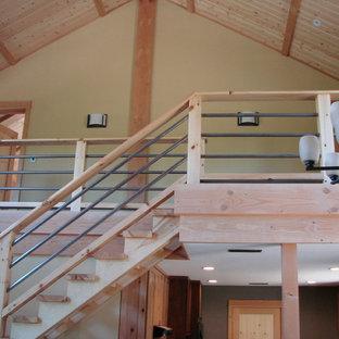 Inspiration för mellanstora rustika raka trappor i trä, med sättsteg i trä