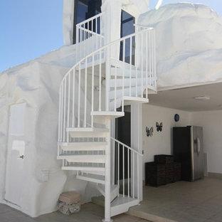 マイアミの小さい金属製のビーチスタイルのおしゃれな階段の写真