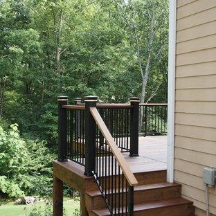 На фото: лестница в стиле современная классика с