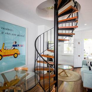 セントラルコーストの小さいおしゃれならせん階段の写真