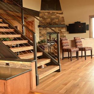 Idéer för att renovera en stor rustik rak trappa i trä, med öppna sättsteg
