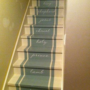 ナッシュビルのトラディショナルスタイルのおしゃれな階段の写真