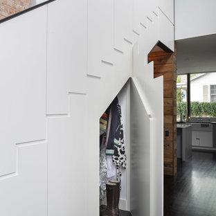 Foto di una scala a rampa dritta design