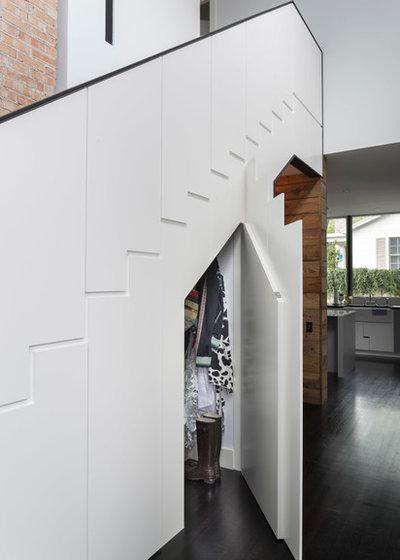 コンテンポラリー 階段 by Risinger Homes
