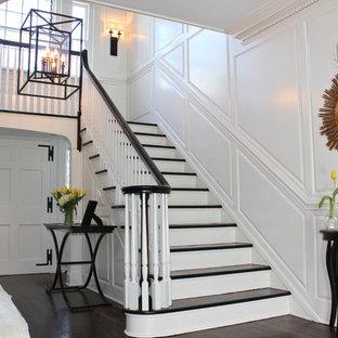 ニューアークのトラディショナルスタイルのおしゃれな折り返し階段の写真