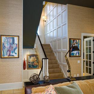 フィラデルフィアの中サイズのカーペット敷きのコンテンポラリースタイルのおしゃれなかね折れ階段 (カーペット張りの蹴込み板) の写真