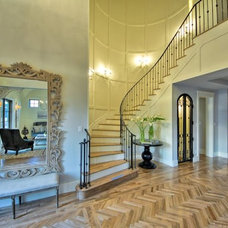 Traditional Staircase by Dy Lynne Décor, Inc.