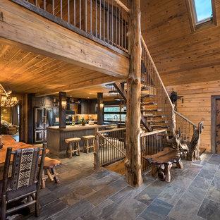 Modelo de escalera suspendida, rural, grande, con escalones de madera