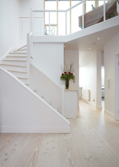 Nórdico Escalera by Residence Interior Design Ltd