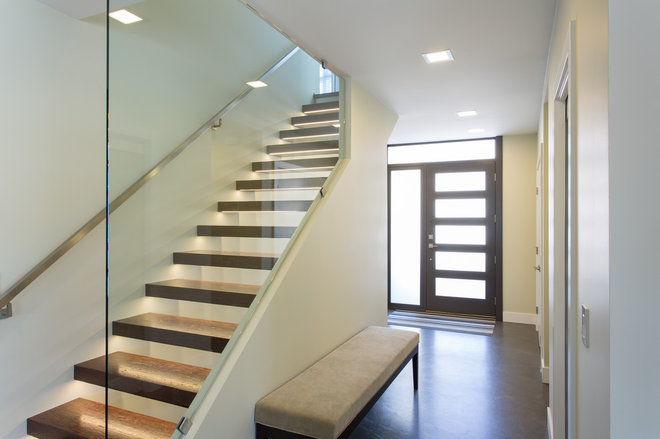 Modern Staircase by Synthesis Design Inc.