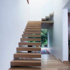 Contemporary Staircase by vgzarquitectura y diseño sc