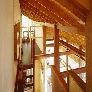 Diseño de escalera en L, contemporánea, pequeña, con escalones de madera y contrahuellas de madera