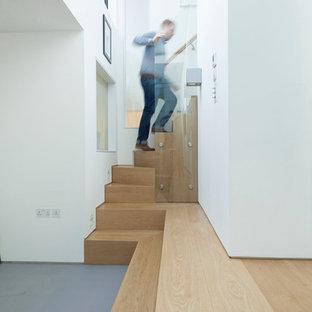 Imagen de escalera curva, actual, pequeña