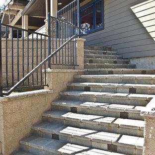 Diseño de escalera en L, de estilo americano, de tamaño medio, con escalones de hormigón y contrahuellas de hormigón