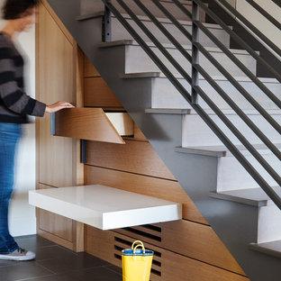 Idéer för en stor modern rak betongtrappa, med sättsteg i betong