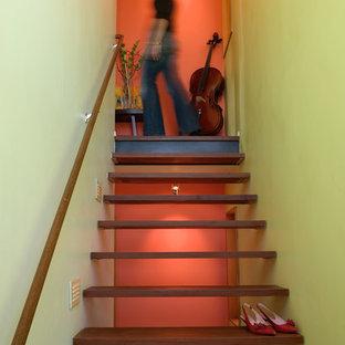 Ejemplo de escalera suspendida, actual, sin contrahuella