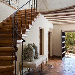 Стильный дизайн: лестница в средиземноморском стиле - последний тренд