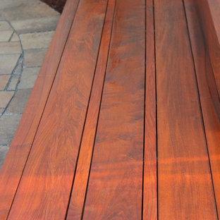 Imagen de escalera suspendida, actual, de tamaño medio, con escalones de madera y contrahuellas de madera