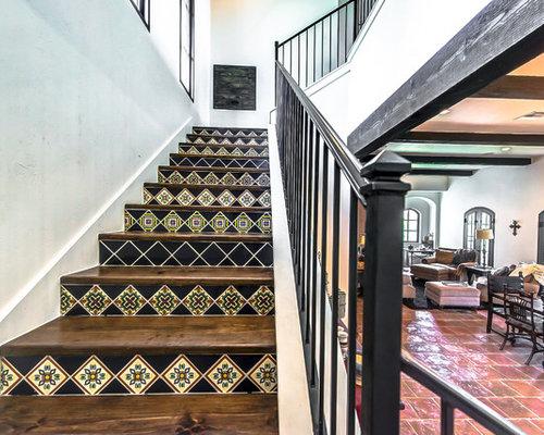 photos et id es d co de grands escaliers sud ouest am ricain. Black Bedroom Furniture Sets. Home Design Ideas