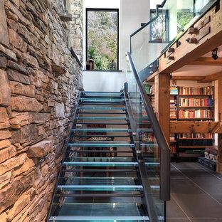 Modelo de escalera en L, contemporánea, sin contrahuella, con escalones de vidrio