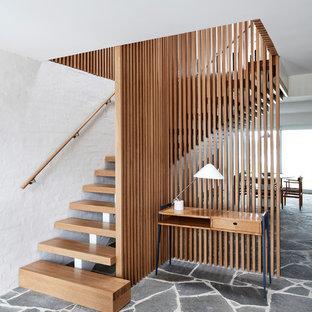 Ejemplo de escalera en L, retro, sin contrahuella, con escalones de madera y barandilla de madera
