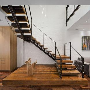 Imagen de escalera en U, contemporánea, grande, sin contrahuella, con escalones de madera