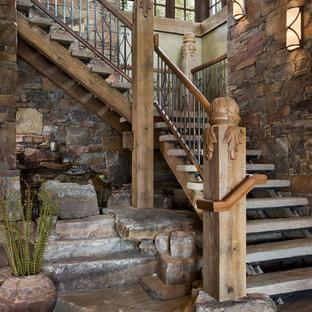 Imagen de escalera rústica sin contrahuella