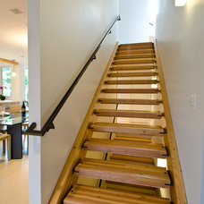 Contemporary Staircase by Lee Edwards - residential design
