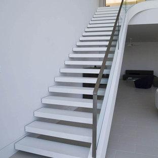 Modelo de escalera suspendida, tropical, grande, sin contrahuella, con escalones de acrílico