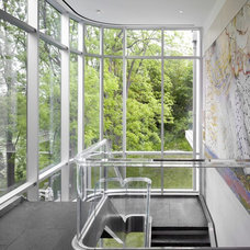 Contemporary Staircase by Arcademia Group Inc.