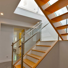 Modern Staircase by rectangle design inc