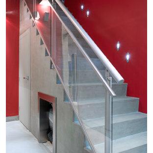 トロントのモダンスタイルのおしゃれな階段の写真