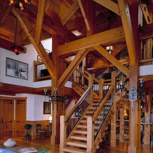 Imagen de escalera en L, de estilo de casa de campo, sin contrahuella