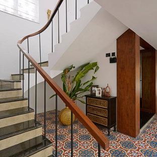Idée de décoration pour un escalier ethnique.