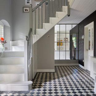 Foto de escalera en L, tradicional renovada, con escalones de madera pintada y contrahuellas de madera pintada