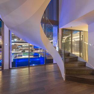 Idée de décoration pour un escalier design.