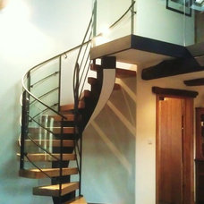 Traditional Staircase by Rhoco