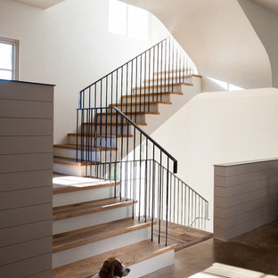 Example of a tuscan staircase design in Austin
