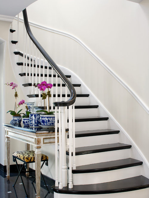 Traditional Curved Staircase Idea In Chicago