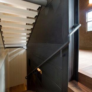 デンバーのアクリルのコンテンポラリースタイルのおしゃれな階段の写真