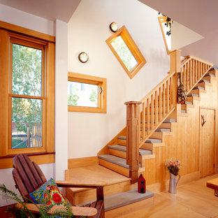Foto di una scala boho chic con alzata in legno e parapetto in legno