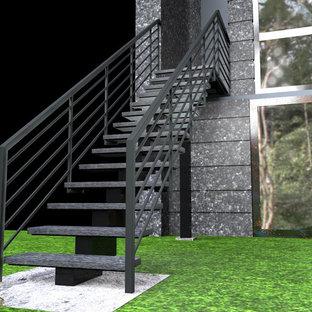 Immagine di una piccola scala a rampa dritta minimal con pedata in pietra calcarea, nessuna alzata e parapetto in metallo
