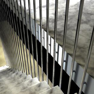 Modelo de escalera suspendida, contemporánea, de tamaño medio, sin contrahuella, con escalones de mármol y barandilla de metal