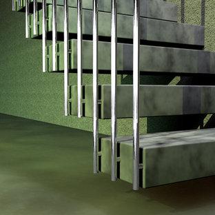 Ispirazione per una scala sospesa contemporanea di medie dimensioni con pedata in marmo, nessuna alzata e parapetto in metallo